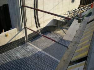 Boden und Wände aus Basaltplattenbelag des Kraftwerks Alpen