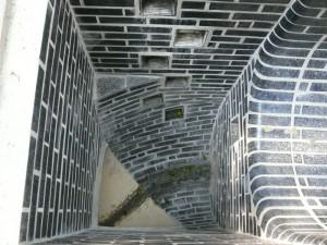 Auskleidung aus Basaltziegeln