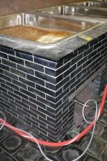 Auskleidung mit Basalt von Wannen und Fußböden in einem Brauereikeller