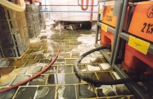 Industriebasaltplatte 200x200x30 als Verkleidung einer Chemiegrube